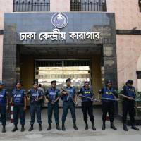Bangladeshi security personnel stand guard outside a jail in Dhaka on Tuesday where comvicted Jamaat-e-Islami leader Motiur Rahman Nizami is scheduled to hang. | AFP-JIJI
