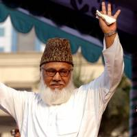 Moulana Motiur Rahman Nizami, chief of the Jamaat-e-Islami, Bangladesh's biggest Islamic Political Party and an alliance of the ruling Bangladesh Nationalist Party, waves to his supporters during a rally in Dhaka in 2006. He was hanged early Wednesday. | REUTERS