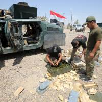 Iraq looks to wrest Fallujah from Islamic State, tells civilians to flee or hoist white flag