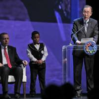 Ban rues G-7 no-shows from landmark Istanbul humanitarian summit