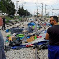 Migrants take to fields to avoid state-run camps as Greece ends Idomeni sweep