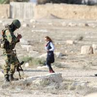 Islamic State nearly surrounds Palmyra as Syria regime forces fight back; civilian casualties mount