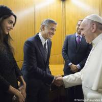 Pope gives awards to Gere, Clooney, Hayek, rules out retiring like Benedict