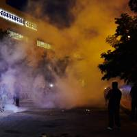 Protests turn violent outside Trump rally in New Mexico