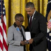 Obama bestows Medal of Valor on 13 law enforcement officers