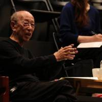Stage director Yukio Ninagawa works with members of the Saitama Arts Theater in rehearsal in 2013. | MAIKO MIYAGAWA