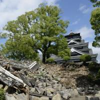Quake-damaged Kumamoto Castle to take decades to restore