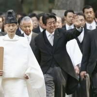 Prime Minister Shinzo Abe visits the Ise Jingu Shrine in Mie Prefecture on Jan. 5 to offer prayers to mark the start of the new year. | KYODO