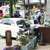 Car rams into pedestrians in Kobe, seriously injures two