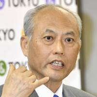 Tokyo governor Yoichi Masuzoe apologizes but remains defiant in face of funds scandal