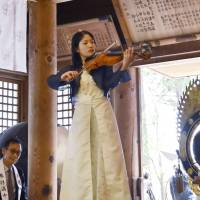 Nagano student first to play violin made partly from 'miracle pine'