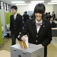Young people are not interested in the subject of constitutional revision, which is expected to be one of the main issues in the upcoming Upper House election, partly because political debate is virtually nonexistent in Japanese classrooms. | KYODO