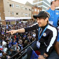 Okazaki awed by huge turnout at Leicester's victory parade
