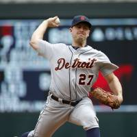 Zimmermann wins fifth straight start; Tigers sink Twins