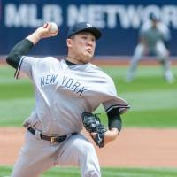 Tanaka finds groove as Yankees beat A's