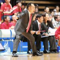Tomoya Higashino, seen in a 2015 file photo coaching the Hamamatsu Higashimikawa Phoenix during an exhibition against the Aisn SeaHorses, has been appointed as the technical director for the Japan Basketball Association. | KAZ NAGATSUKA