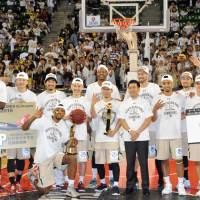 The Ryukyu Golden Kings celebrate winning their fourth bj-league title on Sunday. | YOSHIAKI MIURA