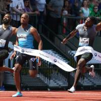Gatlin races to win in 100 at Prefontaine Classic