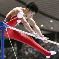 Kohei Uchimura competes on the horizontal bar during the NHK Cup on Thursday at Yoyogi National Gymnasium. Uchimura won the NHK Cup for the eighth straight time. | KYODO