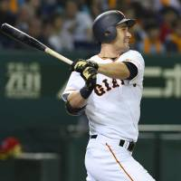 Giants edge Carp, climb back into first place