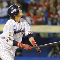 Swallows sink Carp on sacrifice fly in 10th inning