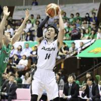 Aisin's Kosuke Kanamaru shoots a jumper against Toyota in Game 1 of the NBL playoff semifinals on Saturday in Tokyo. The SeaHorses defeated the Alvark 69-67. | KAZ NAGATSUKA