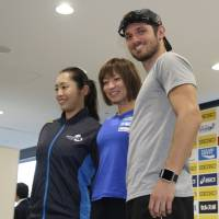 Japan's Saki Takakuwa (left) and Maya Nakanishi and the United States' Jarryd Wallace, all of whom will compete in Sunday's Golden Grand Prix meet in Kawasaki as Paralympic sports athletes, pose for a photo on Saturday. | KAZ NAGATSUKA