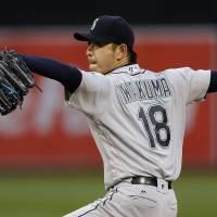 Iwakuma steps up for M's