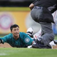 Aoki miscue proves costly for Mariners