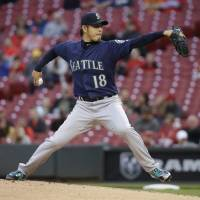 Mariners rally past Reds in seventh