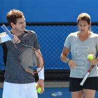 Murray splits from coach Mauresmo