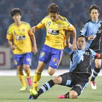 Frontale stay afloat in Nabisco Cup