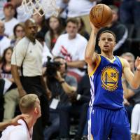 Curry dazzles in OT victory
