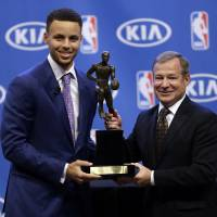Curry earns second straight MVP award, becomes NBA's first unanimous winner
