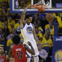 Splash Brothers lead way as Warriors finish off Blazers