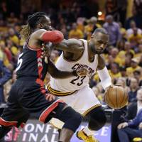 Cavaliers blow out Raptors in Game 1 of East finals