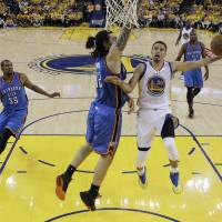 Curry dazzles again; Warriors even series