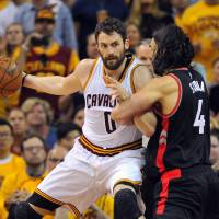 LeBron, Love help Cavs crush Raptors, take 3-2 series lead