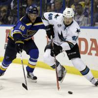 Pavelski fires Sharks past Blues, to 3-2 lead