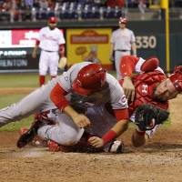 Phillies beat Reds after home-plate collision