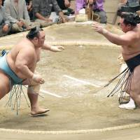Hakuho remains perfect at basho