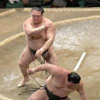 Kisenosato aces test against Goeido