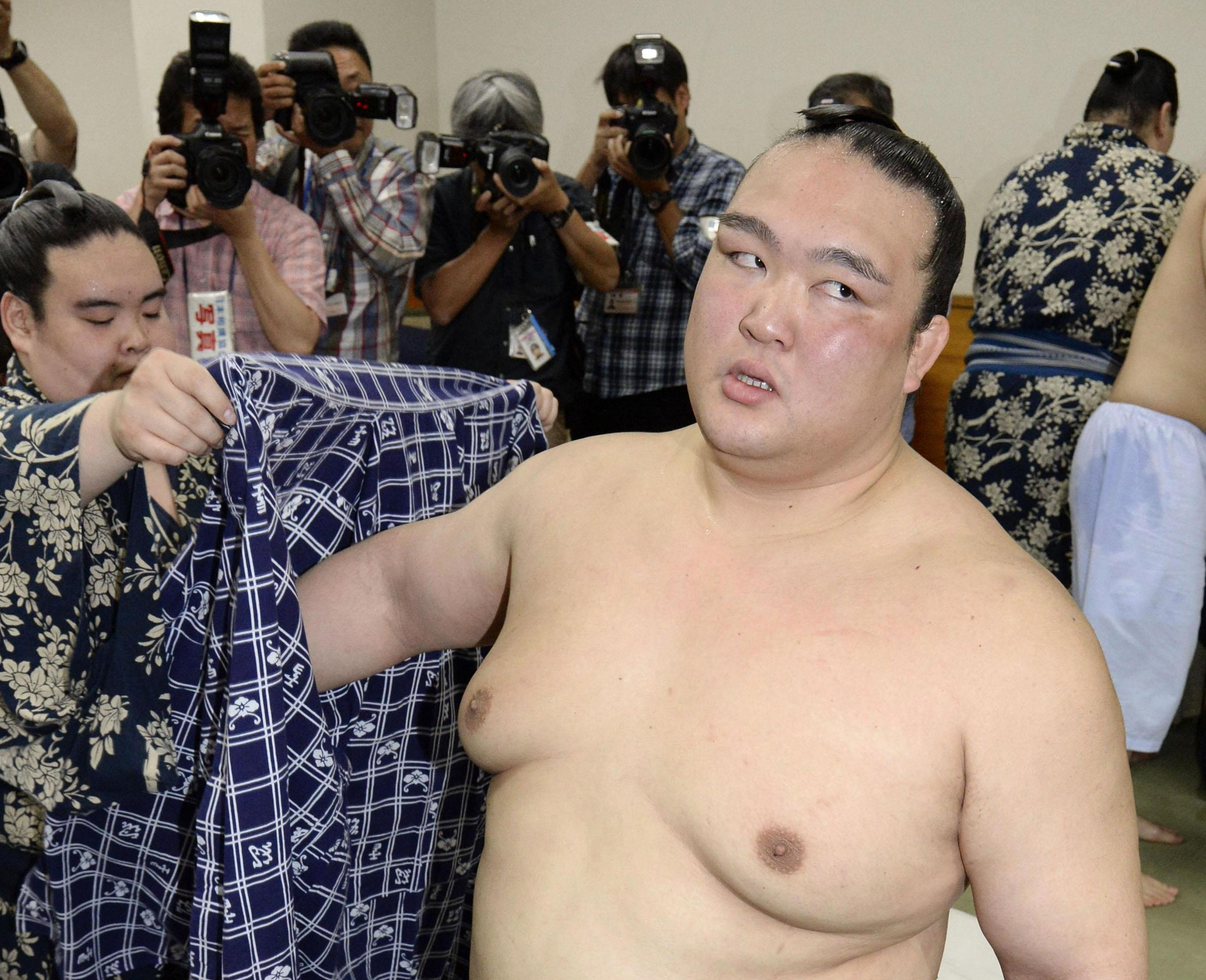 Ozeki Kisenosato won 13 of his 15 matches at the Summer Grand Sumo Tournament. | KYODO