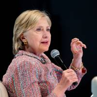 Clinton pitches deferring student debts for young entrepreneurs who create jobs