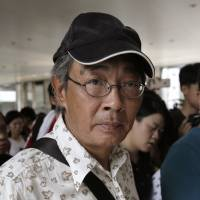 Hong Kong bookseller contemplated suicide in China detention, tells harrowing tale
