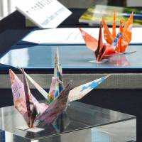 These paper cranes donated by U.S. President Barack Obama will be loaned to the Nagasaki Atomic Bomb Museum. | KYODO