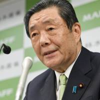 Farm minister admits taking ¥200,000 from poultry lobbyist