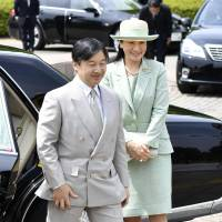 Crown Prince Naruhito and Crown Princess Masako arrive at Kashiwa, Chiba Prefecture, on Sunday to attend a greenery event. | KYODO