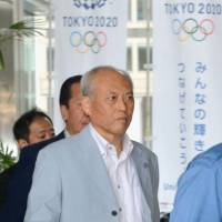Masuzoe drops by Tokyo City Hall in likely final appearance