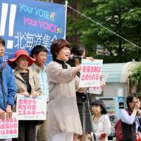 Outspoken anti-war mom causes buzz, says GSDF soldier son was told to steer clear of her